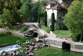 La-Fontaine-de-Vaucluse.jpg